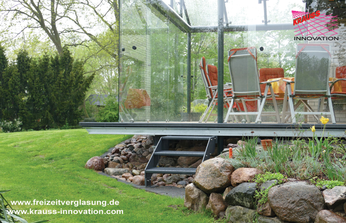 schwebende terrasse mit verglasung direkt vom hersteller. Black Bedroom Furniture Sets. Home Design Ideas